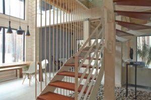 スケルトン階段の写真