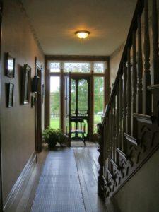 玄関ホールの階段の例の写真