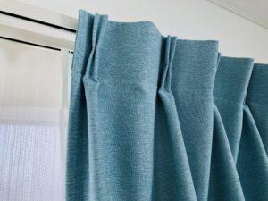 カーテンとカーテンレールの参考写真